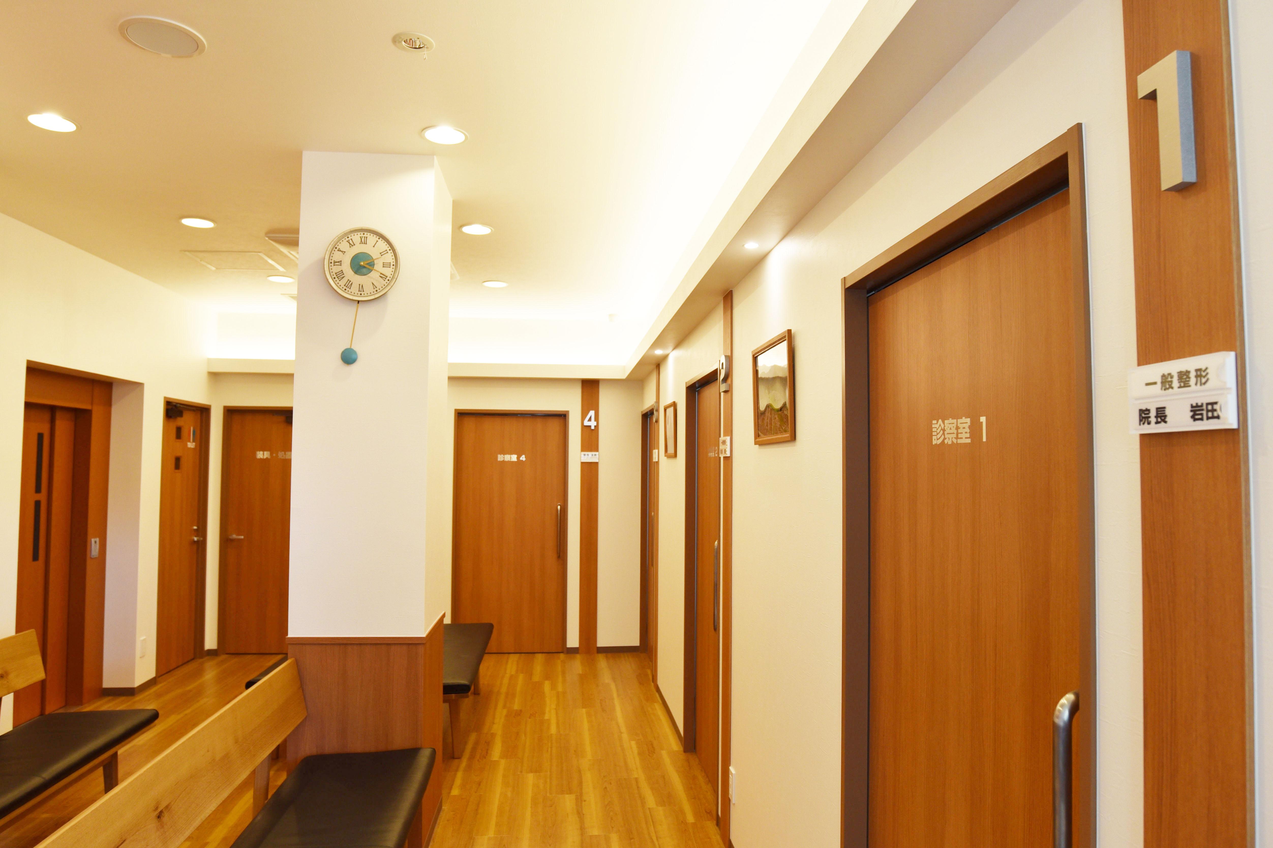 1F 待合室 1